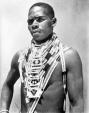 collectie_tropenmuseum_portret_van_een_liefdesbrieven_dragende_zulu_man_tmnr_10004293